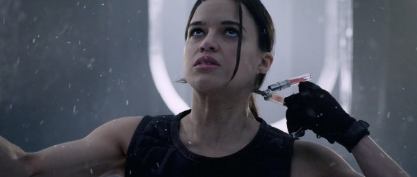 michelle-rodriguez-as-rain-ocampo-in-resident