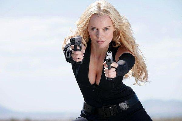 Guns, Girls and Gambling Helena Mattsson black outfit