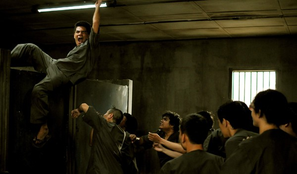 The Raid 2 prison fight
