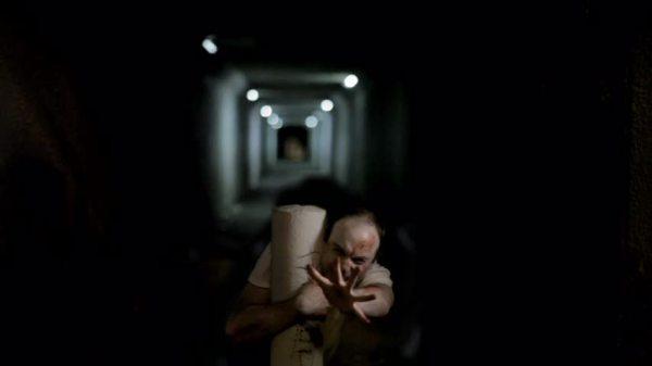 7_Absentia_Daniel_in_tunnel