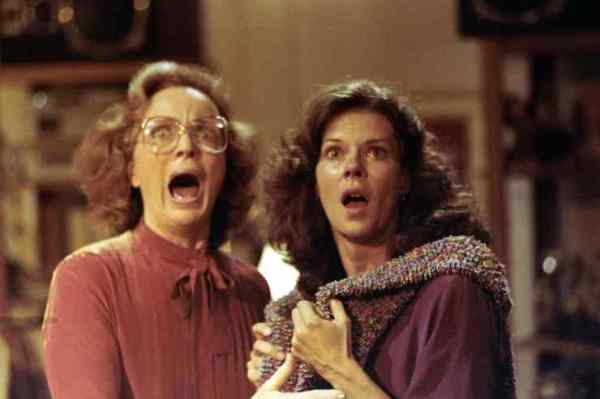 jobeth-williams-beatrice-straight-poltergeist-740x493