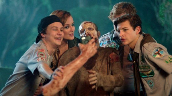 video-scouts-guide-to-the-zombie-apocalypse-selfie-superJumbo