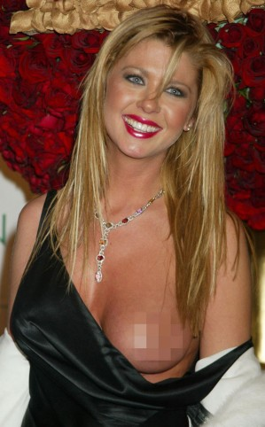 rs_634x1024-150107075239-634.Tara-Reid-Wardrobe-Malfunction-JR-1715
