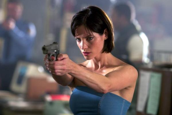 sienna-guillory-jill-valentine-resident-evil-apocalypse